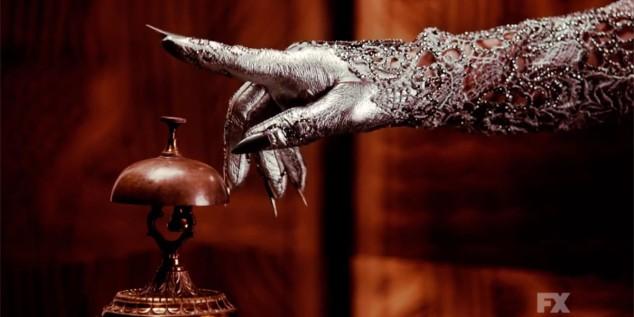 lady-gaga-american-horror-story-front-desk.jpg.fad091088fada961edeb73386b927334